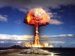 Россия и США соревнуются в испытаниях нового ядерного оружия.